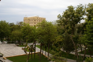 Bakus Neustadt ist mit Parks übersäht