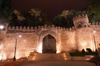 Bakus Altstadt in der Nacht