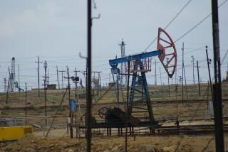 Menschgemachte Apokalypse: alte Ölfelder vor den Toren Bakus