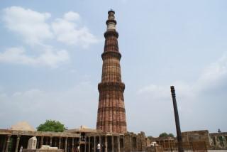 Plötzlich und unerwartet auch das Qutab Minar - islamische Architektur in Delhi