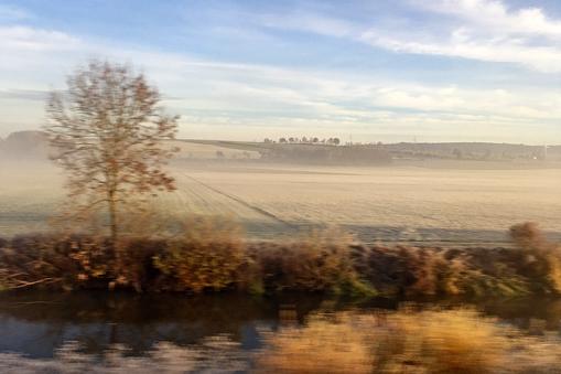 Bahnfahren im Herbst durch Schwaben