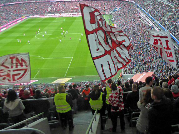 Blick aus dem Gästeblock beim Spiel in München