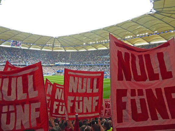 Doppelhalter beim Spiel in Hamburg gegen den HSV