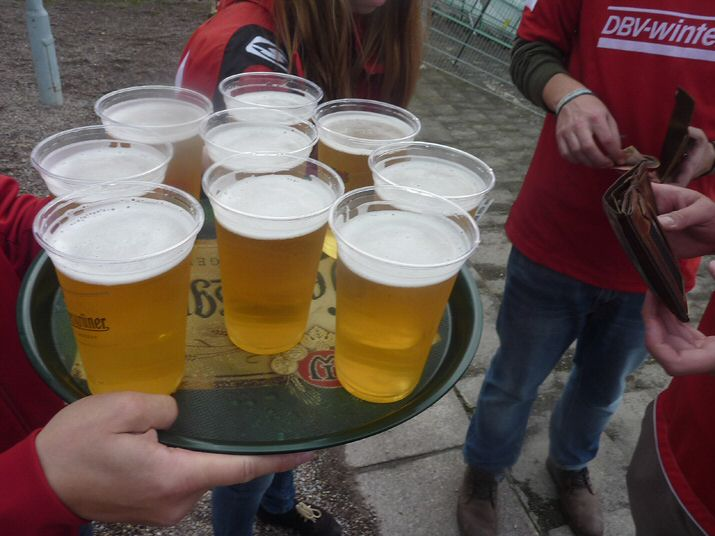Die Security besorgt das Bier in Erfurt - gegen Bares ;-)