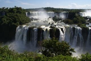 Die Iguazu-Wasserfälle von der brasilianischen Seite