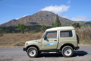 Mit dem Mietwagen durch den äußeren Krater des Vulkan Batur